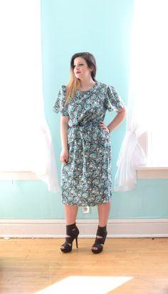 a846e18fea6 Vintage 1980s M.C.S. ltd Blue White and Black Floral Pop Art Knee Length  Short Sleeve Spring Summer XLarge Xxl XXLarge Plus Size 16 18 1x