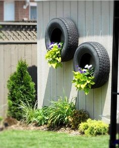 Upcycle in the Garden – Planters and Containers