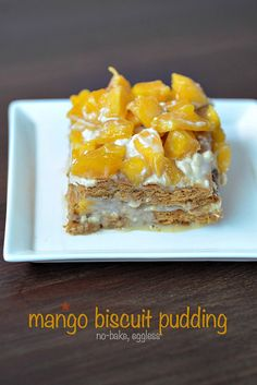 Recipe for eggless no bake mango biscuit pudding with graham crackers, fresh mango pieces and condensed milk. Pudding recipe with no oven or baking needed. Eggless Desserts, Pudding Desserts, Pudding Recipes, No Bake Desserts, Eggless Pudding Recipe, Eggless Baking, Healthy Desserts, Mango Dessert Recipes, Indian Dessert Recipes