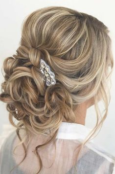 Sophisticated Updo Hairstyles With Accessories picture1