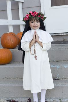 St Rose of Lima was one of my faves growing up. This is such a beautiful All Saints Day Costume or Catholic Halloween outfit. Catholic Crafts, Catholic Kids, Catholic Saints, Homemade Costumes, Diy Halloween Costumes, Saint Costume, Saints For Kids, St Rose Of Lima, Fall Harvest Party
