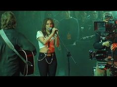 Lady Gaga & Bradley Cooper - Shallow (Alternative Editing with Different Takes) Bradley Cooper, Musica Lady Gaga, Music Songs, Music Videos, Freedom Video, Jimmy Barnes, Steve Earle, Young John, Concord Music