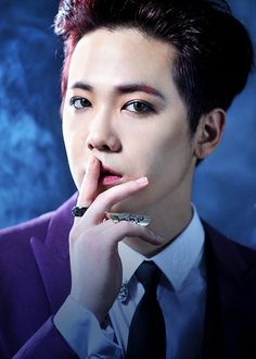 "FTISLAND's Lee Hong Ki to Star as Dracula in New Musical ""Vampire"" 
