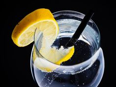 9 Benefits of Drinking Lemon Water for Skin Beauty, Weight Loss and Health Not Drinking Enough Water, Drinking Lemon Water, Chewing Gum, Lemon Water Benefits, Meal Plans To Lose Weight, Caffeine Addiction, Heartburn, How To Increase Energy, Homeopathy