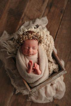 Baby girl Foto Newborn, Newborn Baby Photos, Baby Poses, Newborn Poses, Newborn Shoot, Newborn Pictures, Baby Pictures, Newborn Girl Photography, Outdoor Baby Photography