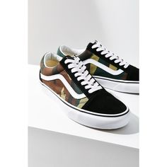 Vans X UO Camo Old Skool Sneaker ($60) ❤ liked on Polyvore featuring shoes, sneakers, low profile sneakers, vans footwear, camo shoes, rubber sole shoes and low profile shoes