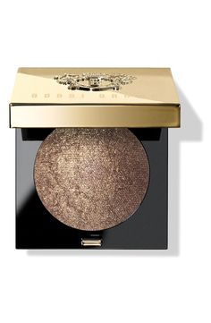 Infused with flecks of metallic shimmer, this stardust-like eyeshadow delivers a sheer wash of color and light-catching sparkle.
