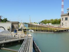 Thorold lock, The Welland Canal is a ship canal in Canada that extends 42 km (26 mi) from Port Weller, Ontario, on Lake Ontario, to Port Colborne, Ontario, on Lake Erie. As a part of the St. Lawrence Seaway, this canal enables ships to ascend and descend the Niagara Escarpment and to bypass Niagara Falls. Approximately 40,000,000 tonnes of cargo are carried through the Welland Canal annually by a traffic of about 3,000 ocean and Great Lakes vessels. Places Around The World, Around The Worlds, Britain Uk, O Canada, Great Lakes, Niagara Falls, The Neighbourhood, Places To Go