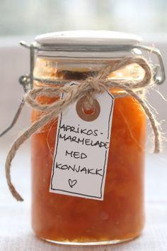 Aprikosmarmelade med konjakk | TRINES MATBLOGG Norwegian Food, Chutney, Homemade Gifts, Food Inspiration, Nom Nom, Berries, Good Food, Food And Drink, Healthy Recipes