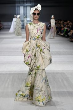 Giambattista Valli Couture Fall 2014 - Slideshow - Runway, Fashion Week, Fashion Shows, Reviews and Fashion Images - WWD.com