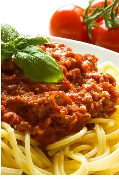 How to make bolognese sauce without meat. Bolognese sauce is used very frequently to accompany pasta. It is a sauce with a thick consistency and a characteristic red colour produced by. Healthy Gluten Free Recipes, Fodmap Recipes, Diet Recipes, Italian Dishes, Italian Recipes, Italian Pasta, Healthy Spaghetti Bolognese, Spaghetti Sauce, Making Spaghetti