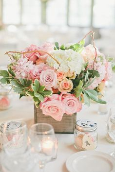 Box floral wedding centerpieces for rustic wedding @weddingchicks