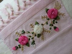 New embroidery stitches satin silk ribbon Ideas Towel Embroidery, Embroidery Flowers Pattern, Embroidery Monogram, Hand Embroidery Stitches, Silk Ribbon Embroidery, Embroidery Designs, Diy Embroidery For Beginners, Cloth Flowers, Ribbon Work