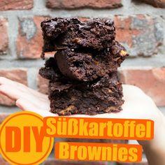 Dank der Süßkartoffel sind diese Brownies sehr viel saftiger und noch dazu kalorienärmer, als die traditionelle Version der Schokoküchlein.