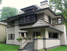 A Frank Lloyd Wright House in Chicago's Oak Park by UGArdener, via Flickr