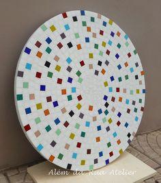 Prato giratório de mosaico by ALÉM DA RUA ATELIER/Veronica Kraemer, via Flickr