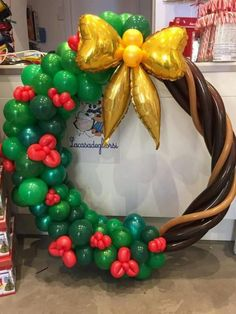 Balloon Decorations Party, Christmas Party Decorations, Christmas Wreaths, Christmas Crafts, Balloon Crafts, Balloon Gift, Balloon Garland, Happy Balloons, Christmas Balloons