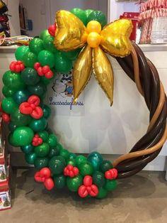 Balloon Centerpieces, Balloon Decorations Party, Christmas Party Decorations, Christmas Wreaths, Christmas Crafts, Shower Centerpieces, Balloon Crafts, Balloon Gift, Balloon Garland