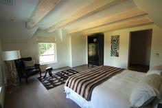 De Verdwaalde Boer - Suite Betty's Bay Villa, Bed, Furniture, Home Decor, Decoration Home, Stream Bed, Room Decor, Home Furnishings, Beds