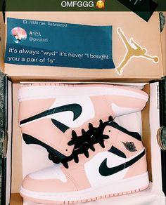 Cute Nike Shoes, Cute Sneakers, Sneakers Nike, Jordan Shoes Girls, Girls Shoes, Mode Adidas, Nike Shoes Air Force, Swag Shoes, Aesthetic Shoes