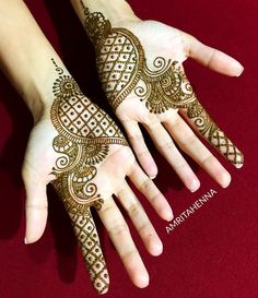 Image may contain: one or more people, ring and closeup Indian Henna Designs, Simple Arabic Mehndi Designs, Henna Art Designs, Mehndi Designs 2018, Stylish Mehndi Designs, Mehndi Designs For Fingers, Wedding Mehndi Designs, Mehndi Design Pictures, Beautiful Mehndi Design
