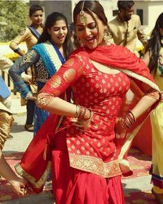 Dress Indian Style, Indian Dresses, Indian Wear, Punjabi Salwar Suits, Patiala Suit, Patiala Dress, Ladies Suits Indian, Indian Girls, Indian Film Actress