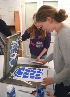 AccessArt's Experimental Drawing Class screen printing with Andy Mckenzie at ArtWorks, Cambridge