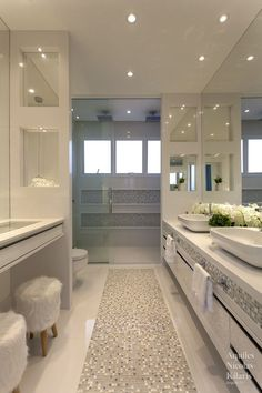 bathroom design for elderly Home Room Design, Home Design Decor, Dream Home Design, Modern House Design, Home Interior Design, Mansion Interior, Dream Bathrooms, Beautiful Bathrooms, Luxury Homes Dream Houses
