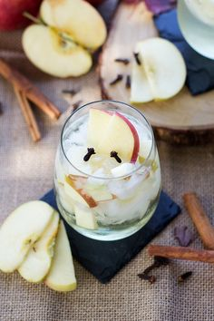Spiced Apple Sangria - Beautiful white sangria made with fresh apples and spiced with flavors of cinnamon and cloves that is perfect for fall. Iced Tea Recipes, Cocktail Recipes, New Recipes, Drink Recipes, Holiday Drinks, Holiday Cocktails, Apple Cocktails, Fresh Apples, Spiced Apples