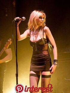 Taylor Momsen (the pretty reckless) Taylor Michel Momsen, Taylor Momsen Style, Pretty Reckless, Taylor Momson, Women Of Rock, Rocker Girl, Jolie Lingerie, Metal Girl, Celebs