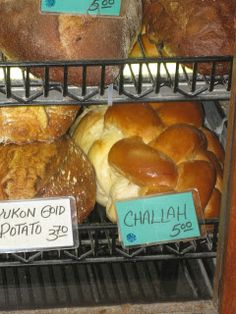 Gluten Free Challah Bread This fall, I was walking through Seattle's Famous Pike Place Market. As I was passing many bakeries and smelling the sweet aroma of baked goods that I could not eat, I pa. Gluten Free Challah Bread Recipe, Gluten Free Muffins, Keto Bread, Fall Recipes, Holiday Recipes, Holiday Foods, Good Food, Yummy Food, Foods With Gluten