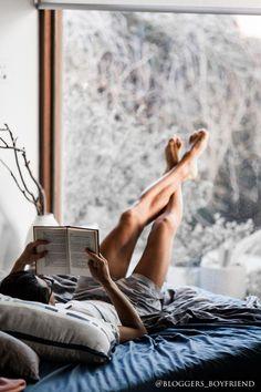 Creating the Men Minimalist Fashion Wardrobe Sleeping Man, Fotografia Tutorial, Men In Bed, Minimal Bedroom, Masculine Interior, Photos Originales, Man Room, Male Beauty, Photo Tips