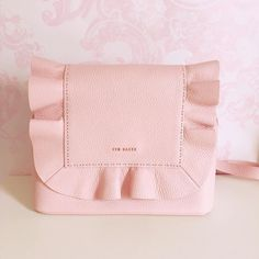 Utterly in love with my first Ted Baker bag! 👛🎀🙈 It is the prettiest shade of pink 🌸💗🌸 Handbags On Sale, Purses And Handbags, Cheap Handbags, Luxury Handbags, Ladies Handbags, Luxury Bags, Fashion Handbags, Fashion Bags, Fall Fashion