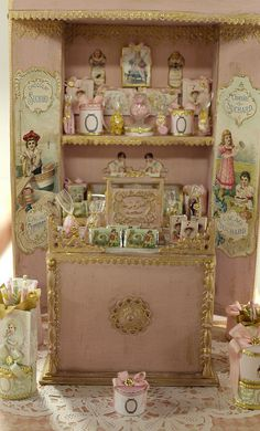Dollhouse Miniature SweetShop Display by Le Coffre d'Emilie. For of full board… Miniature Rooms, Miniature Furniture, Miniature Houses, Antique Dollhouse, Dollhouse Dolls, Dolls House Shop, Doll Houses, Diy Doll Miniatures, Diy Barbie Furniture