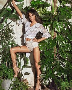 Share, rate and discuss pictures of Martina Stoessel's feet on wikiFeet - the most comprehensive celebrity feet database to ever have existed. Disney Channel, Celebrity Feet, Celebrity Style, What To Wear Today, Princess Hairstyles, Petite Women, Disney Girls, Celebs, Celebrities