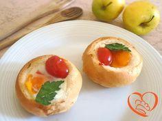 Panini tostati ripieni d'uovo http://www.cuocaperpassione.it/ricetta/612b1f4c-9f72-6375-b10c-ff0000780917/Panini_tostati_ripieni_duovo