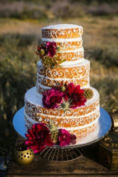 Our favorite fall wedding cakes and Cake toppers! Our selection should definitely have you envisioning your own peculiar fall wedding cake! Amazing Wedding Cakes, Fall Wedding Cakes, Wedding Cake Designs, Amazing Cakes, Blue Wedding, Bolos Naked Cake, Naked Cakes, Bolo Nacked, Rainbow Chard Recipes