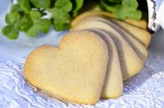 Butter cookies from scratch are not only great for Christmas! You can enjoy them at any time of the year. They are cookies to make when you have egg yolks left over. Celiac Recipes, Low Carb Recipes, Cookies Sans Gluten, German Baking, German Cake, Cookies From Scratch, Vanilla Cookies, Low Carb Sweets, Low Carb