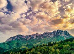 2015년 5월 1일 산 속에서 바라본 설악산  #내가찍음 #사진에관하여 #사진스타그램 #사진 #일상스타그램 #설악산 #2015 #하늘 #5월 #여름 #아버지와함께 #여행스타그램 #여행 #korea #hdr  #photo #photographer