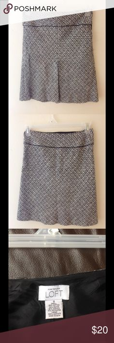 LOFT above knee skirt size0 In good condition, the total length is about 20 inch, some fabric pilings LOFT Skirts Mini