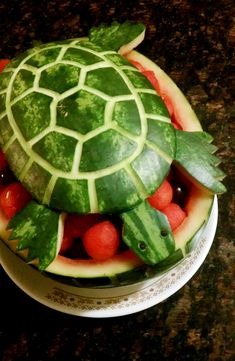 Watermelon Turtle Carving. More ideas here: http://www.completely-coastal.com/2012/06/watermelon-carvings-from-fish-ships.html