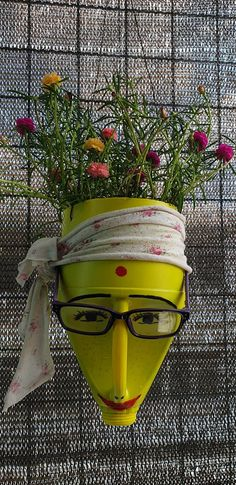 Plastic Container Crafts, Plastic Bottle Planter, Plastic Bottle Crafts, Recycle Plastic Bottles, Recycled Bottles, Flower Pot Crafts, Clay Pot Crafts, Flower Pots, Garden Crafts