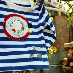 Námořnické-MILUJU+MÁMU,ONA+MILUJE+MĚ+vel.68-98+Dětské+tričko+sdlouhýmrukávem,+bavlna,+180+g/m2,+český+výrobek+-+příjemný+silnější+bavlněný+úplet,+95%+bavlna+++5+%+elastan+-+barva+bílo+-+modrá,+patentky+na+ramínku+až+do+vel.80,+dále+kalsický+výstřih.+-+ručně+malovaná+aplikace+na+DESIGNOVÉ+PUNTÍKATÉ+BAVLNĚ+DVOU+BAREV,+ruční+malba,+ozdobné+prošití...