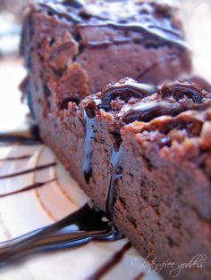 gluten free goddess's tried-and-true favorite flourless chocolate cake recipe. #glutenfree