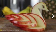 Maak van een appel een zwaan. Zie instructie http://www.youtube.com/watch?v=uLXEiMIiF5E