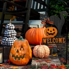 Delight family & guests with wickedly fun Halloween accents & decor. Scare up some indoor & outdoor decor that makes a frightfully fun impression.