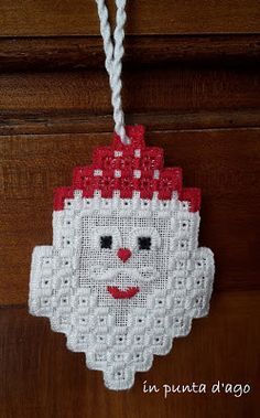 in punta d'ago: hardanger Christmas Ornament Crafts, Xmas Crafts, Christmas Decorations, Christmas Sewing Projects, Drawn Thread, Hardanger Embroidery, Christmas Embroidery, Bargello, Crochet Patterns