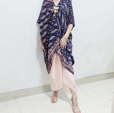 Vera Kebaya, Kebaya Lace, Kebaya Dress, Batik Kebaya, Batik Fashion, Ethnic Fashion, Hijab Fashion, Fashion Outfits, Kaftan Batik