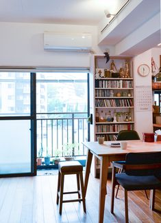 fitkato_1day_003 Small Apartment Design, Small Apartments, Interior Work, Workspace Design, Cool Rooms, Interior Design Inspiration, Design Ideas, House Rooms, Home Living Room