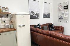 En plus d'être de magnifiques objets design, les réfrigérateurs Gorenje sont pensés pour conserver les aliments et leurs vitamines plus longtemps grâce à de nouvelles technologies révolutionnaires. Le ORB153 est doté du tiroir Fresh Zone : un tiroir ou la température est plus basse que dans le reste du réfrigérateur pour conserver les aliments les plus fragiles le plus longtemps possible. #design #cuisine #inspiration #refrigerateur #frigo #fridge #gorenje #interiordesign #kitchen